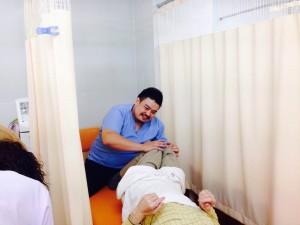 治療 患者様の症状に合わせて施術を行っていきます。 今後の治療方針や来院ペース、日常生活における注意点やご自宅で出来るストレッチや運動などのご説明をします。