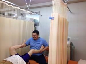 手技療法と電気療法だけでは根本的な症状の改善は不可能です。 当院では運動スペースを充実させ、体幹トレーニングを基本とした当院独自の運動療法をご指導いたします。
